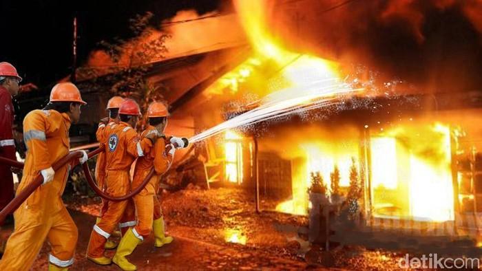 Kebakaran rumah di Belakang Universitas Mercu Buana, Jakarta Barat