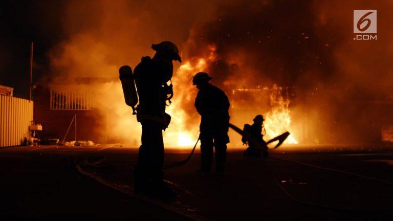 pabrik Gas Bekasi Terbakar